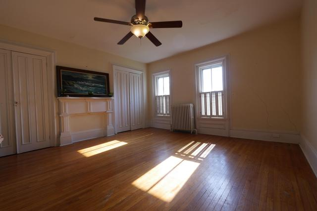 Living room featured at 605 S 5th St, Moberly, MO 65270