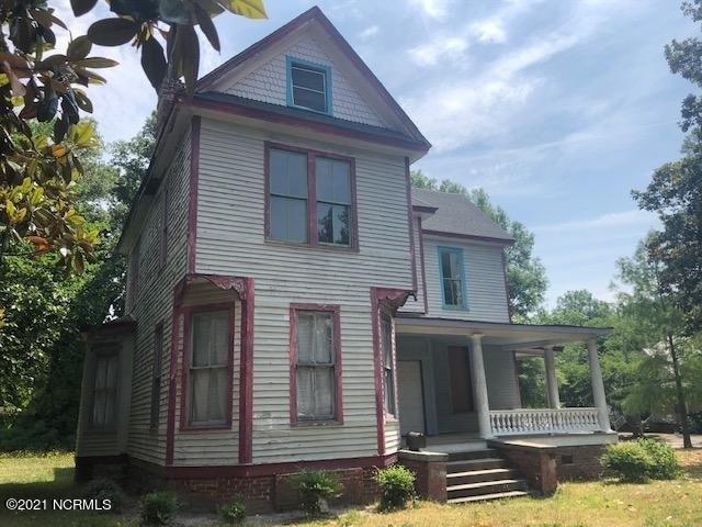 Porch yard featured at 300 Vance St NE, Wilson, NC 27893