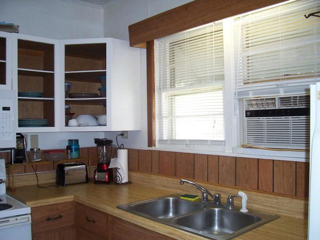 Laundry room featured at 625 Thornton Ave, Clifton Forge, VA 24422