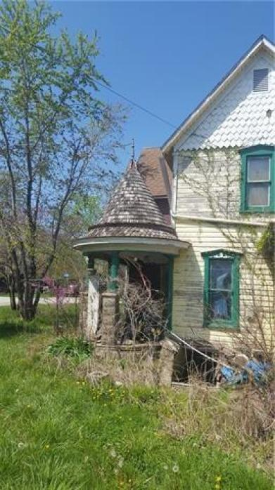 House view featured at 300 N 1st St, Kincaid, KS 66039