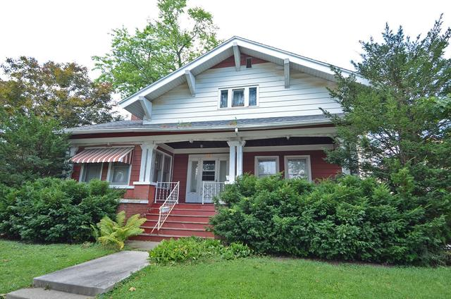 Porch yard featured at 502 S Monroe St, Streator, IL 61364