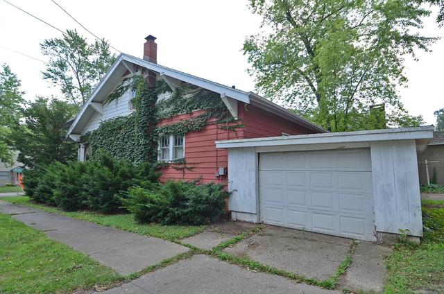 Garage featured at 502 S Monroe St, Streator, IL 61364