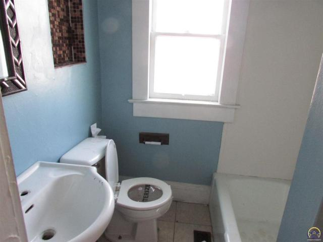Bathroom featured at 815 SW Lincoln St, Topeka, KS 66606