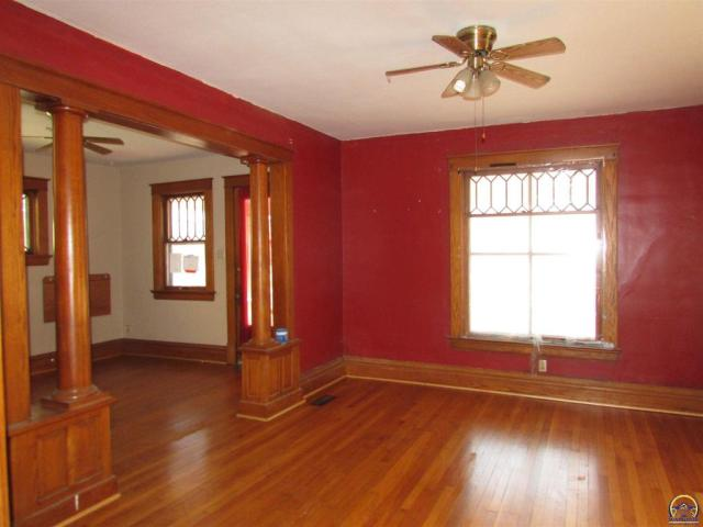 Living room featured at 815 SW Lincoln St, Topeka, KS 66606