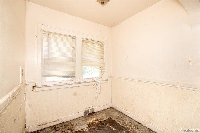 Bathroom featured at 17194 Runyon St, Detroit, MI 48234