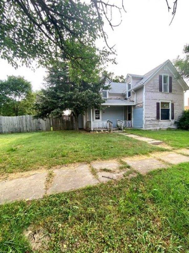 Yard featured at 321 N Kentucky Ave, Sylvan Grove, KS 67481