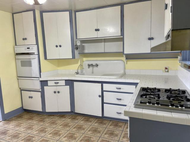 Kitchen featured at 512 Hopewell Ave, Estancia, NM 87016