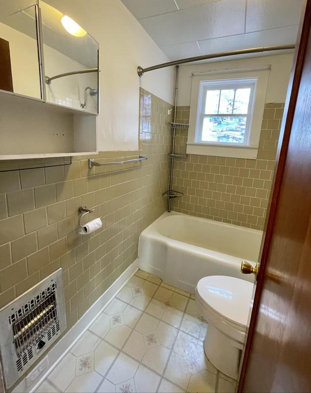 Bathroom featured at 512 Hopewell Ave, Estancia, NM 87016