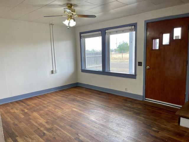 Bedroom featured at 512 Hopewell Ave, Estancia, NM 87016