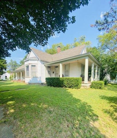 House view featured at 401 E Spring St, El Dorado Springs, MO 64744