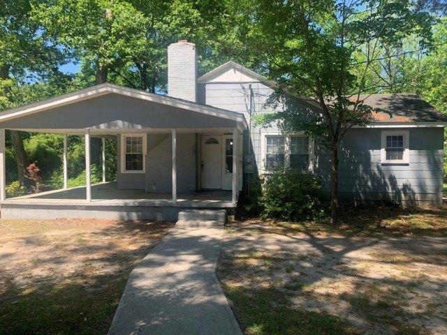 Porch yard featured at 121 Park Ave, Olanta, SC 29114
