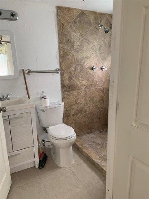 Bathroom featured at 1148 Maple Ave, Port Arthur, TX 77640