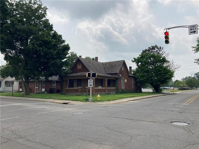 Road view featured at 2303 Jackson St, Anderson, IN 46016