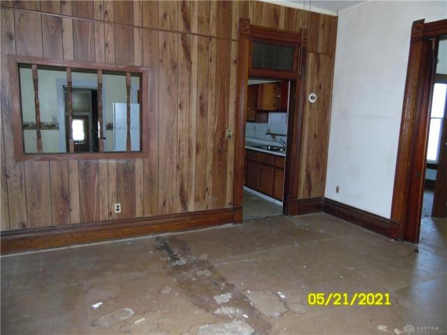 Garage featured at 212 E Monfort St, Eaton, OH 45320