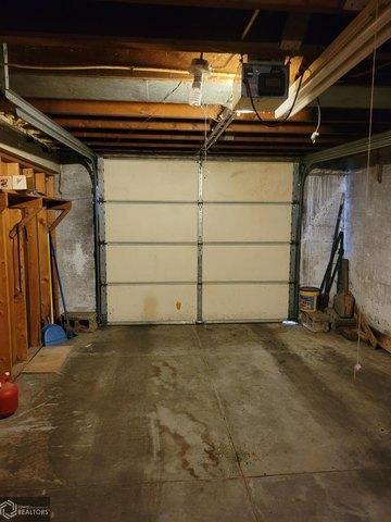 Garage featured at 206 Concert St, Keokuk, IA 52632