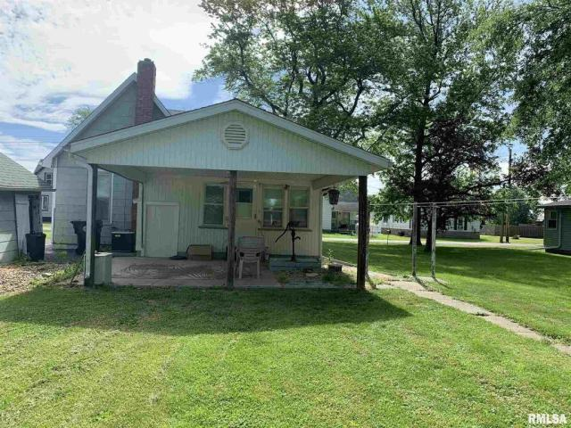 House view featured at 513 N 9th St, Cuba, IL 61427