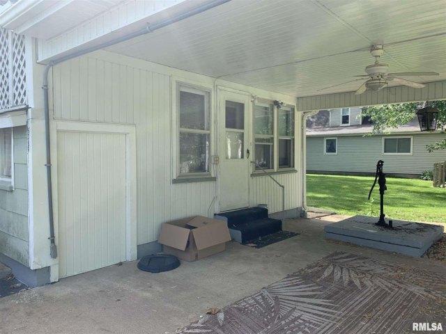 Porch yard featured at 513 N 9th St, Cuba, IL 61427