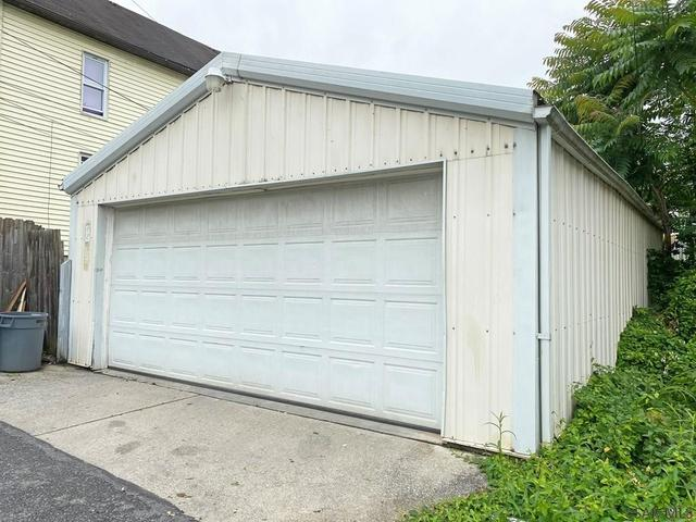 Garage featured at 764-766 Cypress Ave, Johnstown, PA 15902