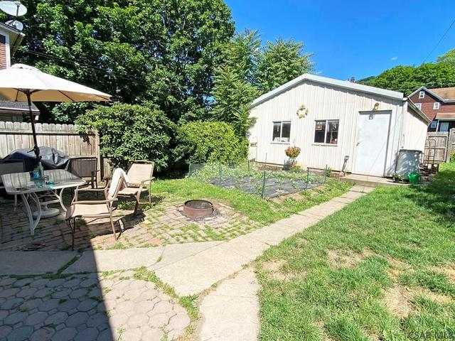 Yard featured at 764-766 Cypress Ave, Johnstown, PA 15902