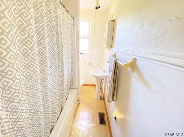 Bathroom featured at 764-766 Cypress Ave, Johnstown, PA 15902