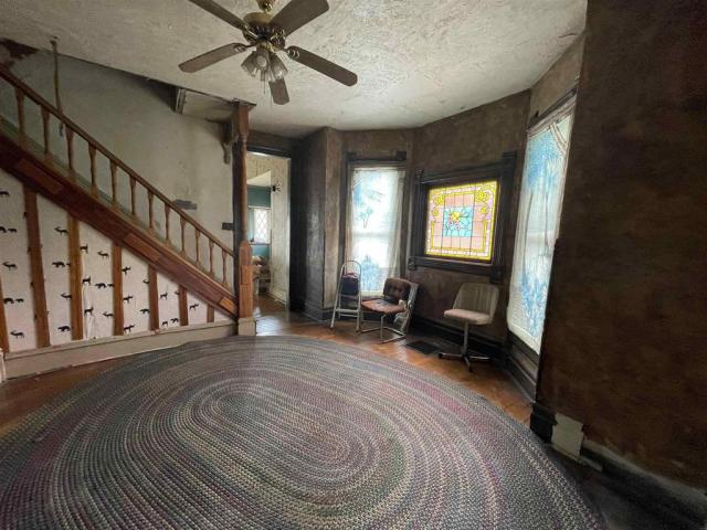 Living room featured at 1318 E Broadway, Logansport, IN 46947