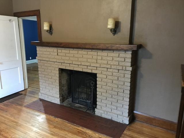 Living room featured at 309 Churchill St, Rockford, IL 61103