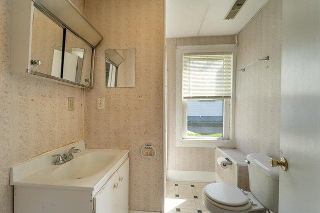 Bathroom featured at 206 E Main St, Weyauwega, WI 54983