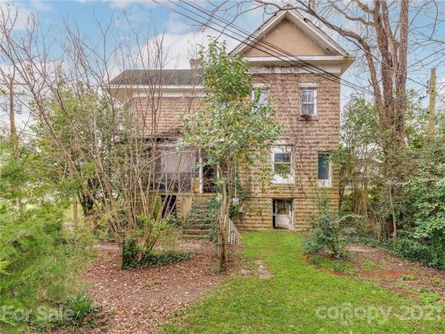 Yard featured at 124 Academy St, Chester, SC 29706