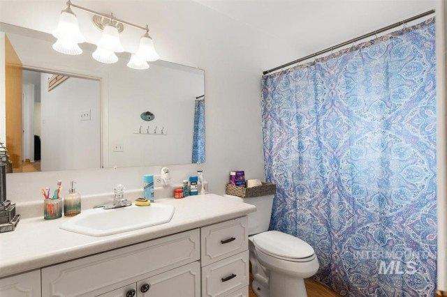 Bathroom featured at 1900 E Deer Flat Rd, Kuna, ID 83634