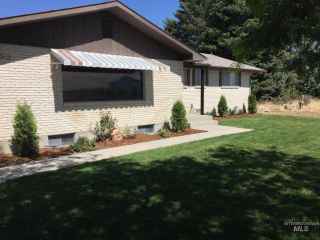 Yard featured at 1900 E Deer Flat Rd, Kuna, ID 83634