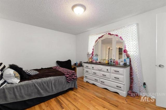 Bedroom featured at 1900 E Deer Flat Rd, Kuna, ID 83634