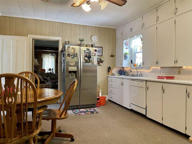 Laundry room featured at 304 E Chestnut St, Anna, IL 62906