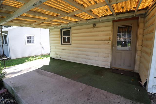 Garage featured at 300 S Carthage St, Exira, IA 50076