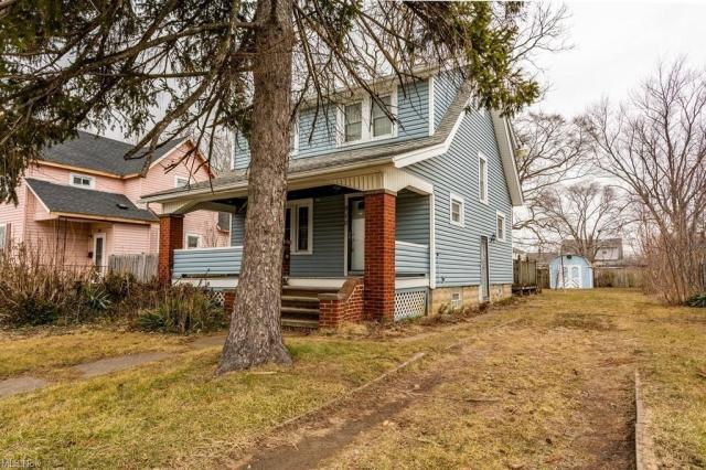 House view featured at 910 W 21st St, Lorain, OH 44052