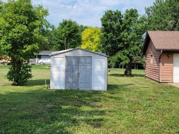 Yard featured at 503 N Courthouse Ave, Jeffers, MN 56145