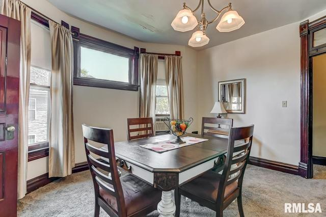 Dining room featured at 809 S 4th St, Springfield, IL 62703