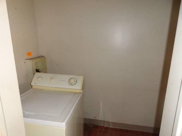 Bathroom featured at 288 N Broad St, Galesburg, IL 61401