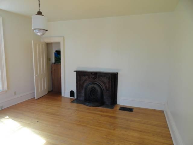 Living room featured at 288 N Broad St, Galesburg, IL 61401