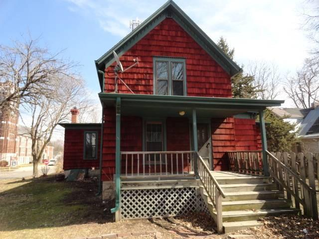 Porch featured at 288 N Broad St, Galesburg, IL 61401