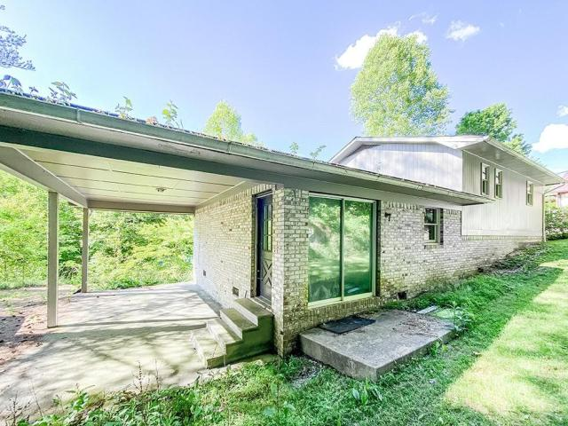 Porch yard featured at 132 Cold Springs Dr, Appalachia, VA 24216