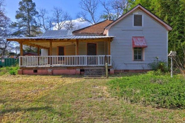 Porch featured at 453 Folk Ave, Woodbury, GA 30293