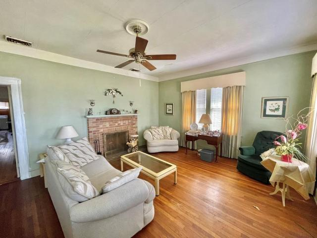 Living room featured at 17234 S Highland Ave, Arlington, GA 39813