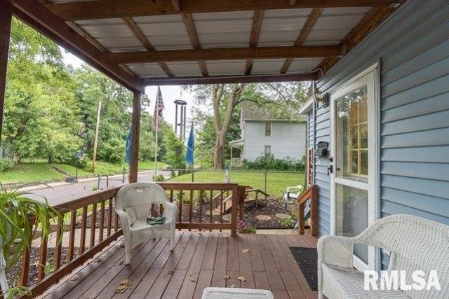 Porch featured at 621 Vine St, Peoria, IL 61603
