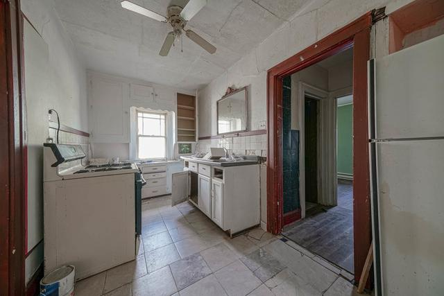 Kitchen featured at 1520 15th Ave, Rockford, IL 61104