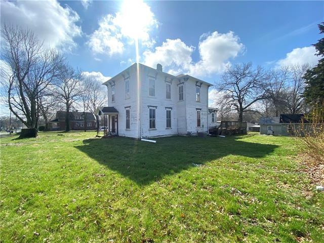 House view featured at 204 E Marshall St, Sweet Springs, MO 65351
