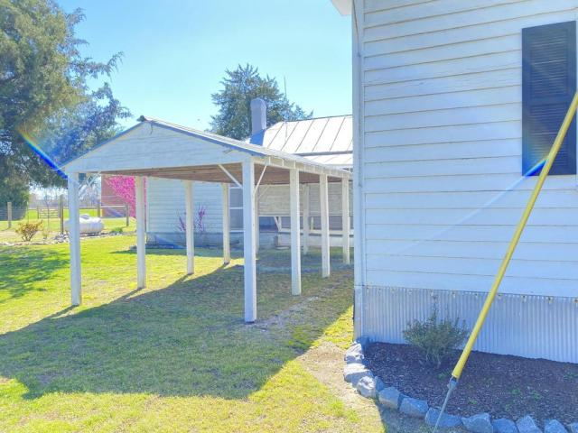 Porch yard featured at 5519 Kings Crossroads Rd, Fountain, NC 27829