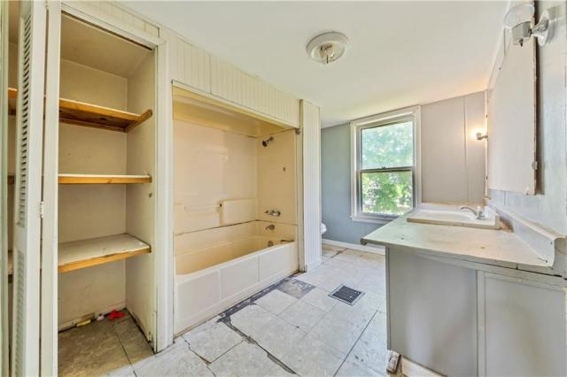 Laundry room featured at 920 Maryland Ave, New Castle, PA 16101