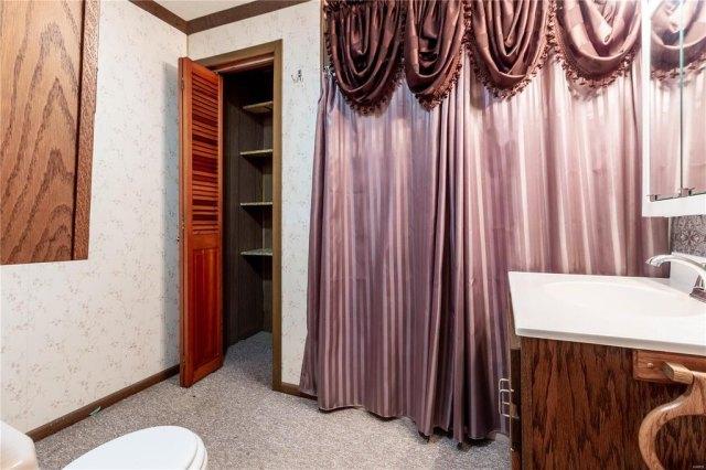 Bathroom featured at 709 S Washington St, Du Quoin, IL 62832