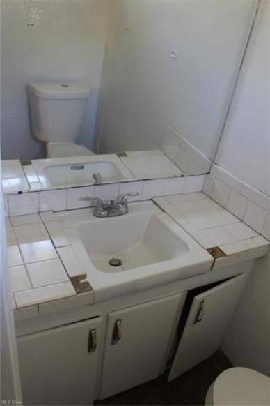 Bathroom featured at 448 Francisca Ave, Youngstown, OH 44504