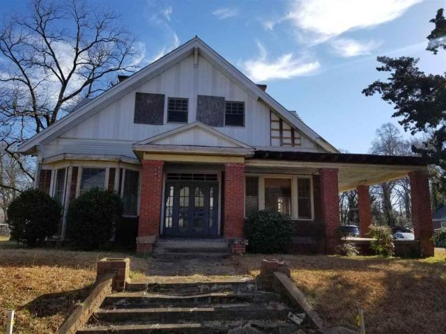 Porch featured at 606 N Broad St, Clinton, SC 29325